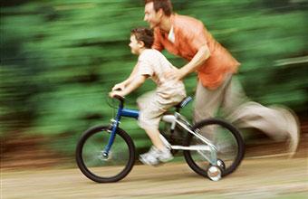 father-teaching-cycling